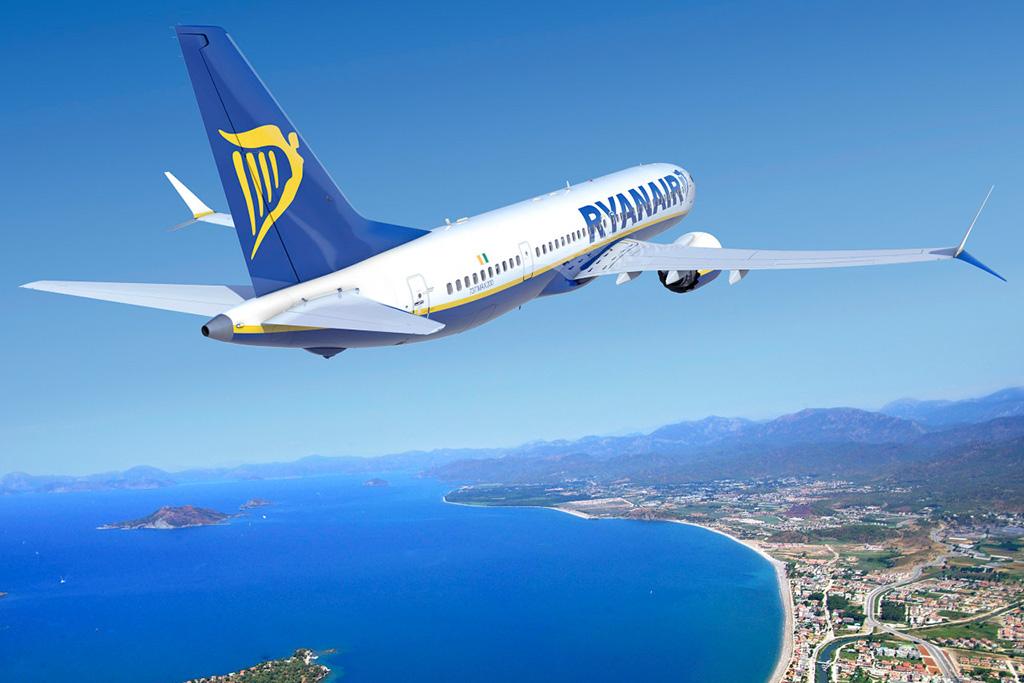 Atnaujintas Ryanair žiemos sezono tvarkaraštis. Ryanair lėktuvas